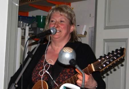 Jag har jobbat som trubadur i ca 30 ar och varit runt på allt från pubar